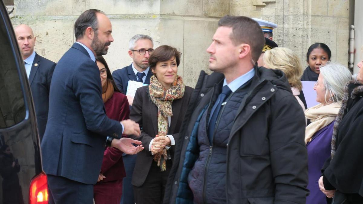 Beauvais, ce lundi. Le Premier ministre Edouard Philippe a été reçu en mairie avant une visite à la CAF.LP/Vincent Gautronneau