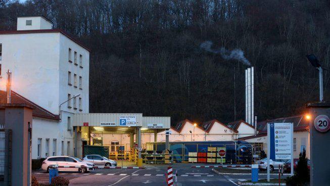 PSA massacre les emplois et ferme des usines