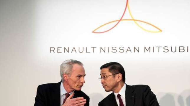 Renault chairman Jean-Dominique Senard (L) and Nissan Motors president and CEO Hiroto Saikawa (R) chat during a press conference at the Nissan headquarters in Yokohama, Kanagawa prefecture on March 12, 2019. (Photo by Behrouz MEHRI / AFP)