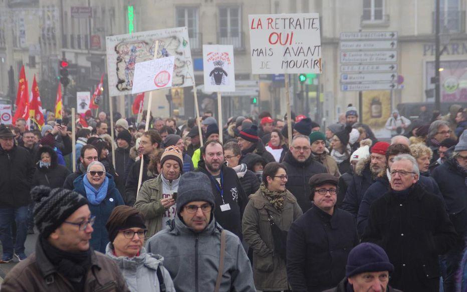 Grève du 5 décembre : aux quatre coins de l'Oise, les manifestations font le plein