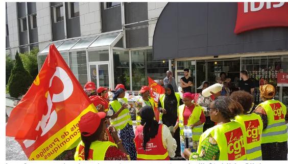 Les femmes de chambre de l'hôtel Ibis en grève depuis plus d'un an,  lancent appel au don pour financer leur hymne