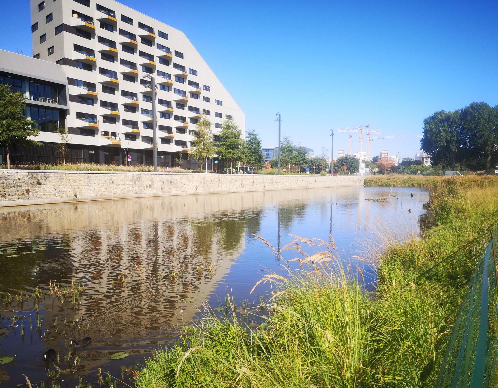 Le parc des docks de Saint-Ouen: verdure, jeux, architecture et street-art.
