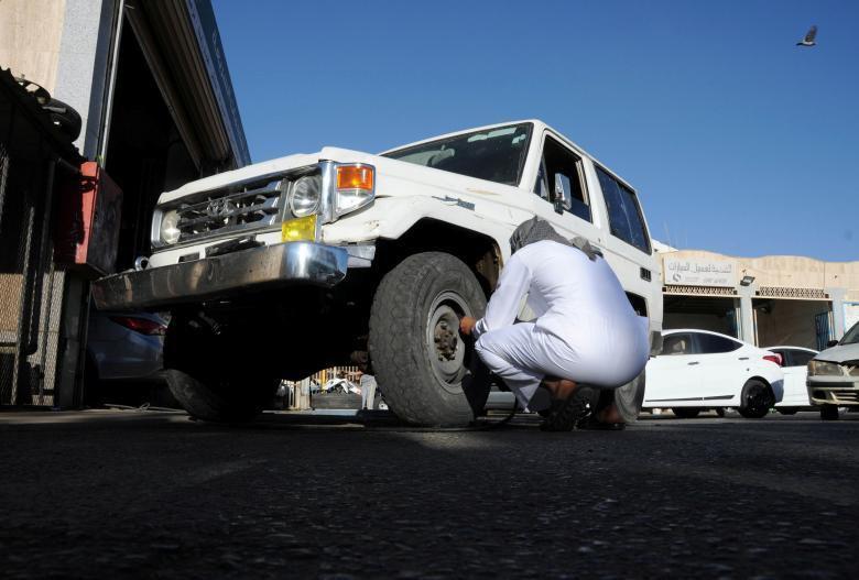 Unbelievable car drifting in Saudi Arabia
