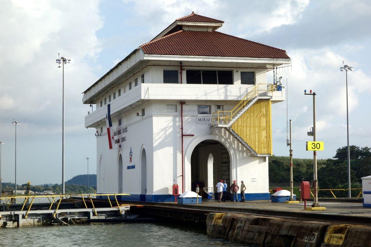 PANAMA -5- PASSAGE du CANAL