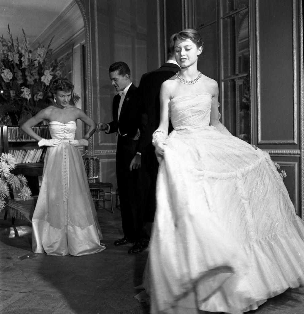 Brigitte Bardot pour le Jardin des modes,1950 © Robert Doisneau