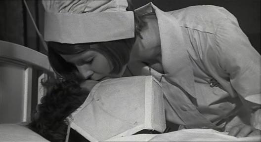 """Extrait 1 """"Johnny s'en va en guerre"""" (infirmière et langage)"""