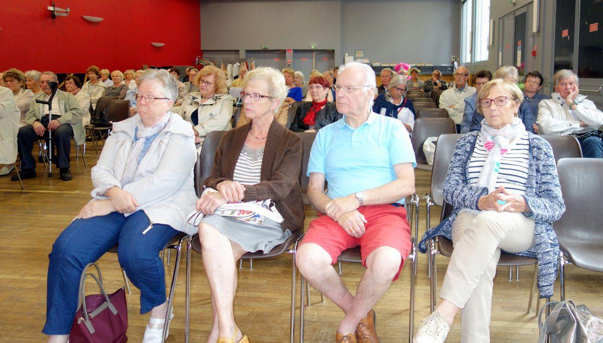 Les nombreux Adhérents très attentifs pendant l'Assemblée Générale.Puis moments de convivialité et discussions lors du pot de l'amitié