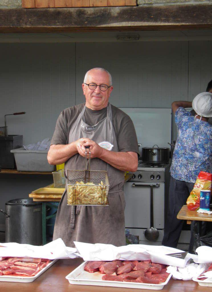 Michel, un de nos confrères qui aide aux portes ouvertes (ce pourquoi il n'est pas en tenue).