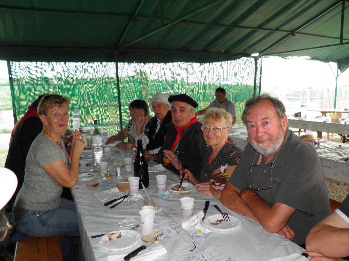 Quelques Fins Goustiers et leurs amis à table.