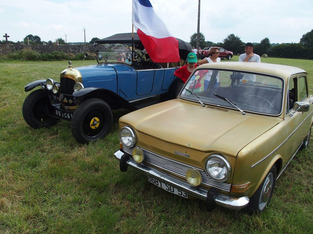 Les vieilles voitures.