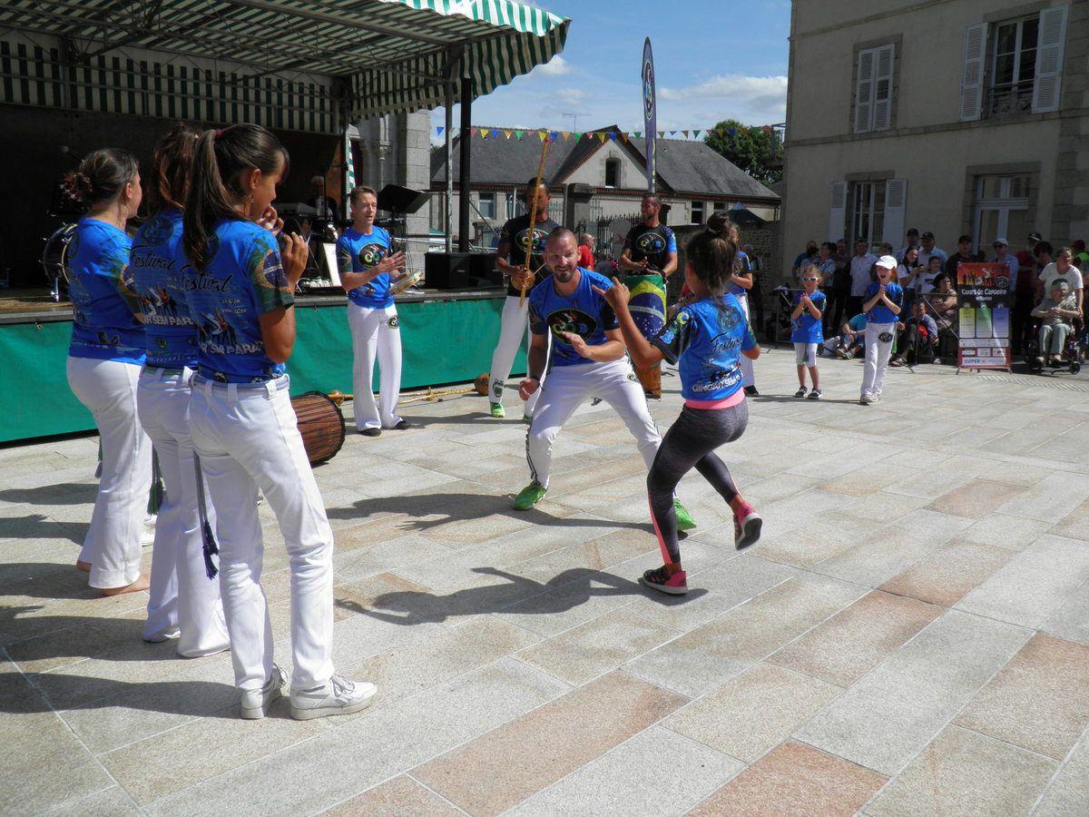 Démonstration de Capoeira (danse mimant un combat, originaire du Brésil).