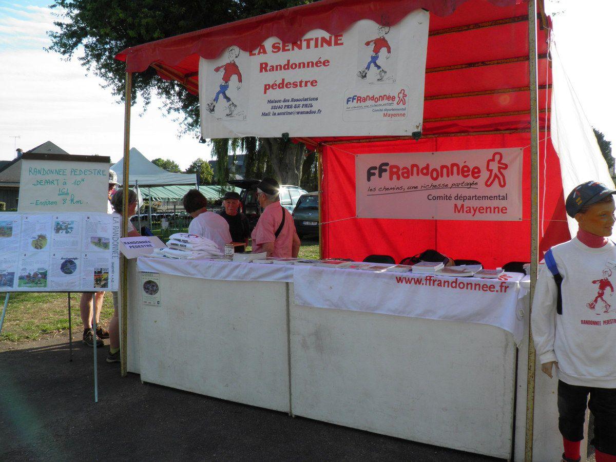 Le stand de La Sentine, association de randonnée pédestre, qui organisait une rando en début d'après-midi.
