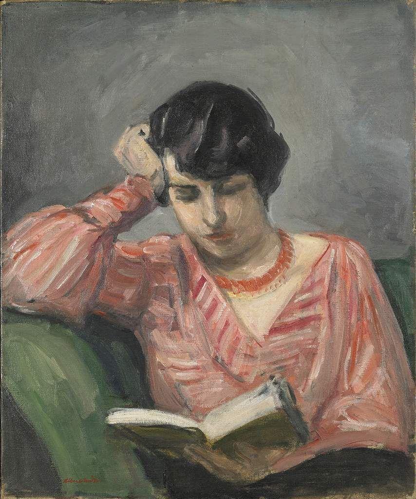 Jacqueline lisant, corsage rayure rouge