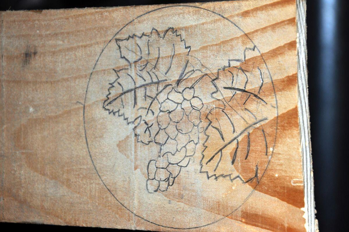 Une première pour le menuisier ébéniste de Montner avec une pièce originale avec du raison et deux feuilles du vigne