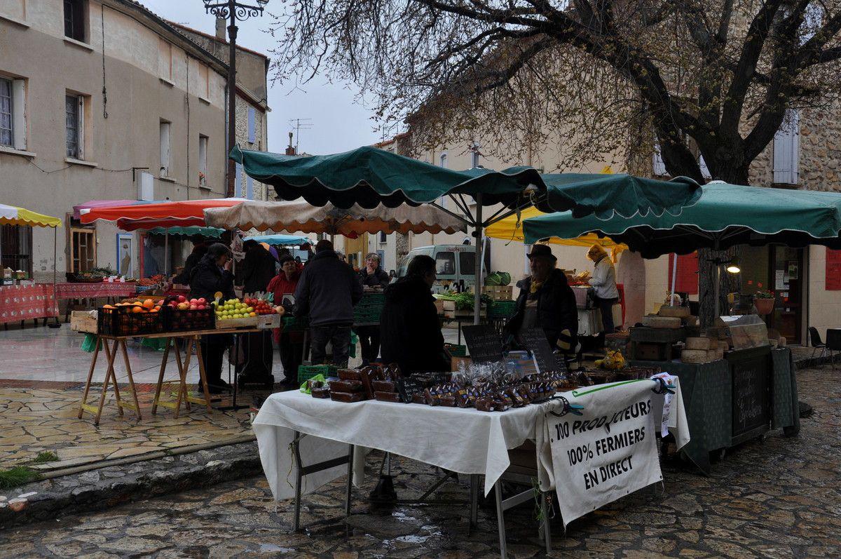 Le matin sur le marché.
