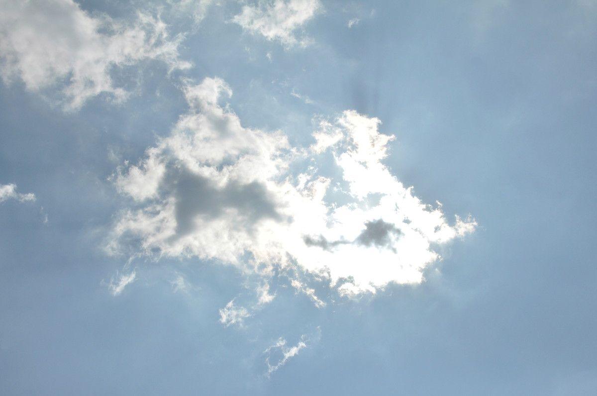 Ce nuage fait de l'ombre mais il est beau quand même.