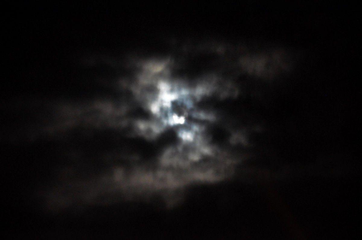 La pleine lune le temps de décharger la voiture.