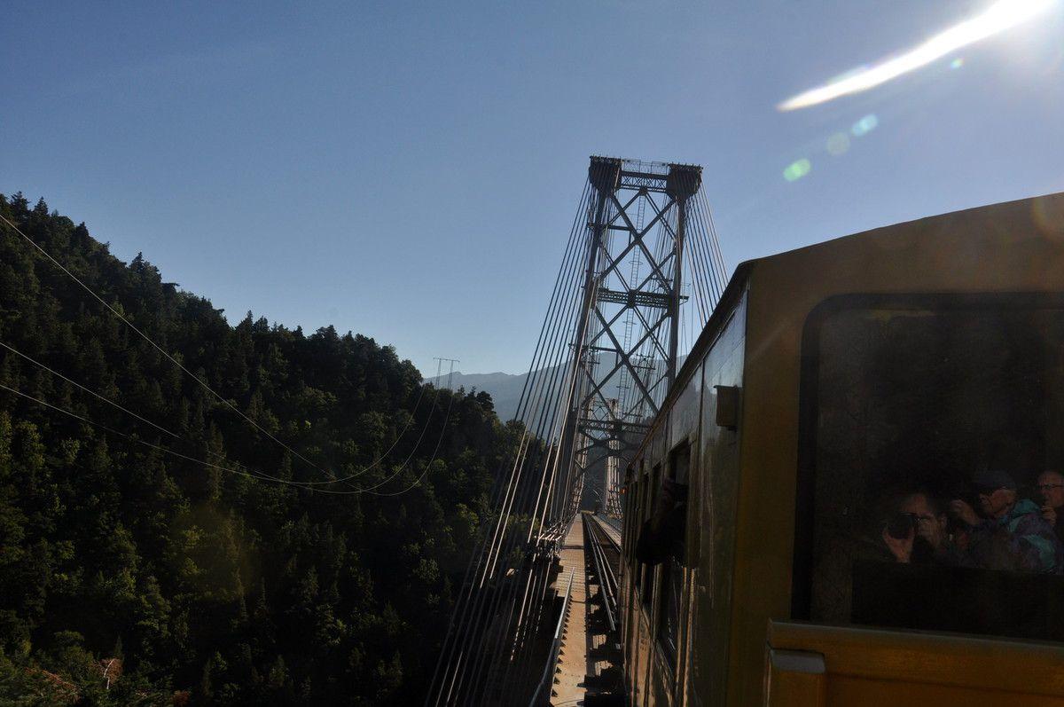 Le pont est derrière maintenant.