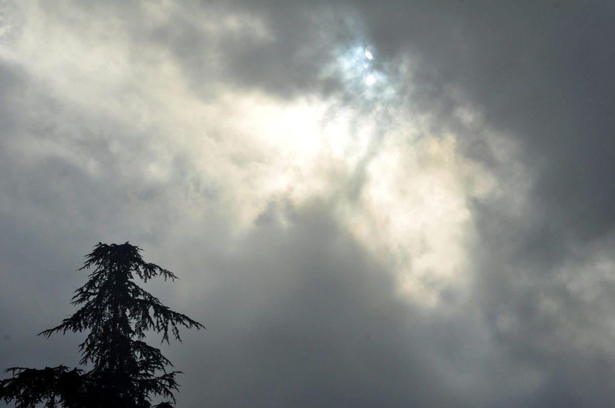 Ciel le soleil est là.