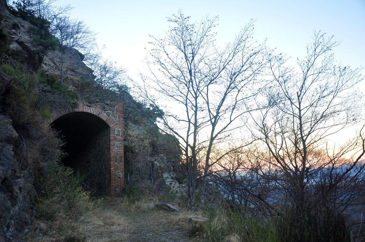 Le grand tunnel, le train passait avant ici. photos du soir.