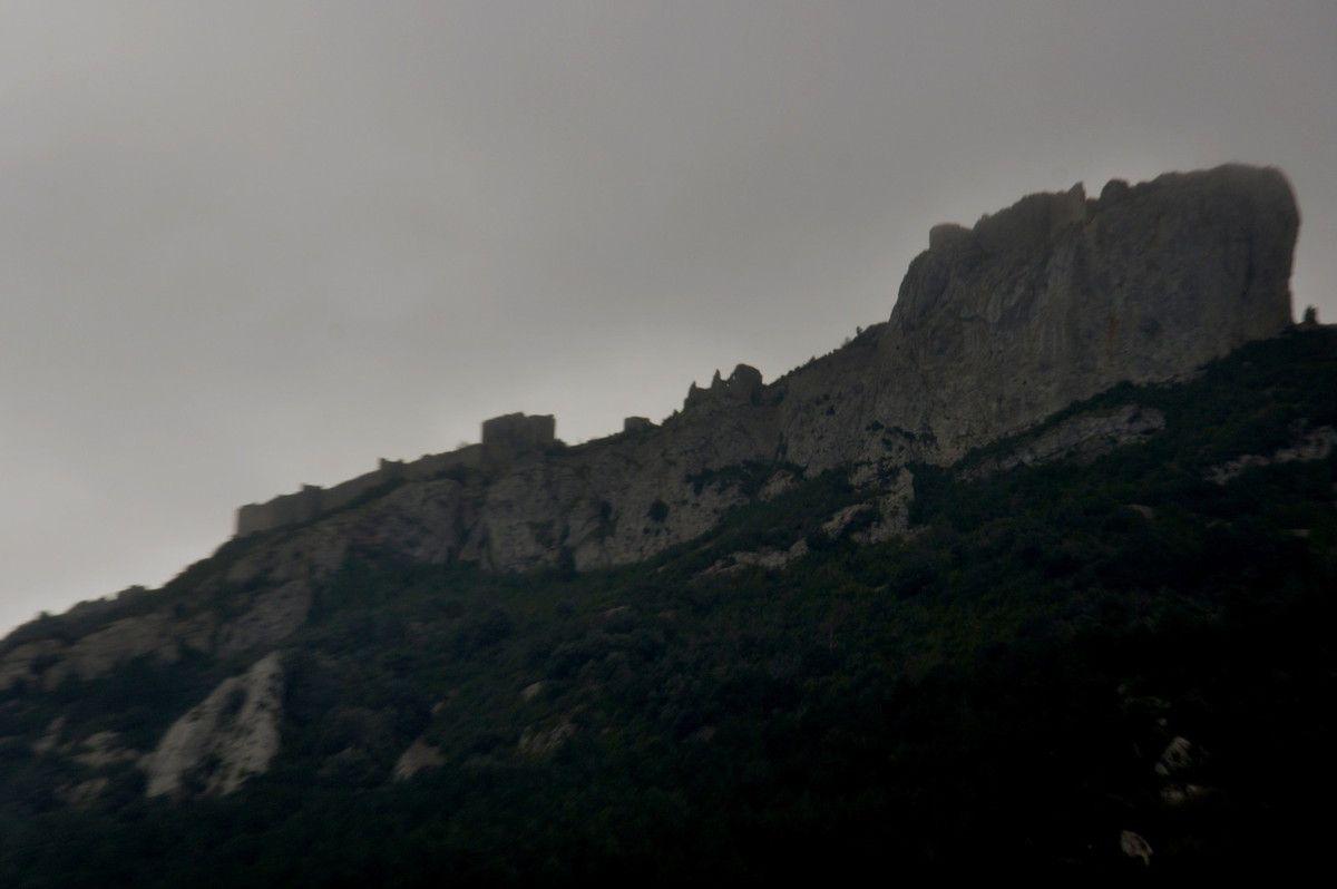 Château cathare de Peyrepuse, gros plan pour commencer.