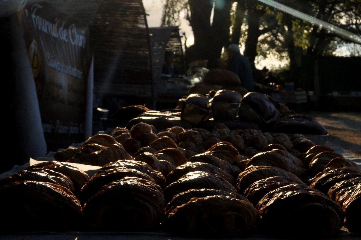 La présentation du pain à la fraise et des autres spécialités du Fournil de Chris.