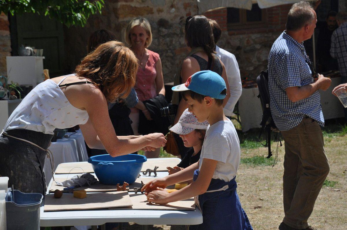 Initiation à la poterie pour les enfants.