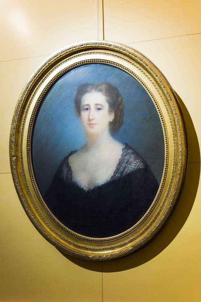 CHARLES ESCOT Portrait de la baronne Adèle de Rothschild 1868 Pastel Fondation Nationale des Arts Graphiques et Plastiques Hôtel Salomon de Rothschild inv. TDS018 © Barnabé Moinard/ FNAGP