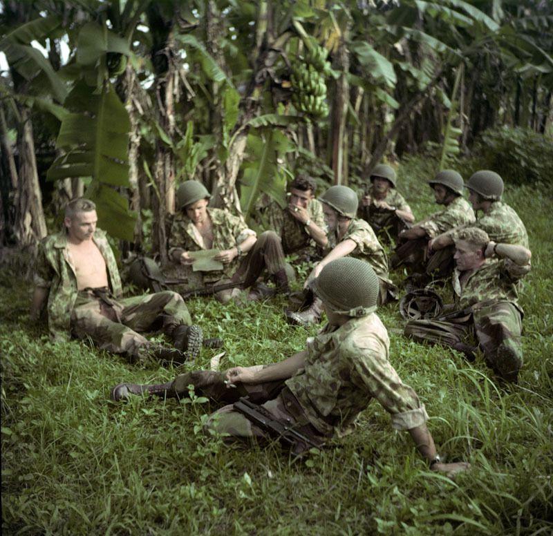 Repos des soldats près d'Hanoe