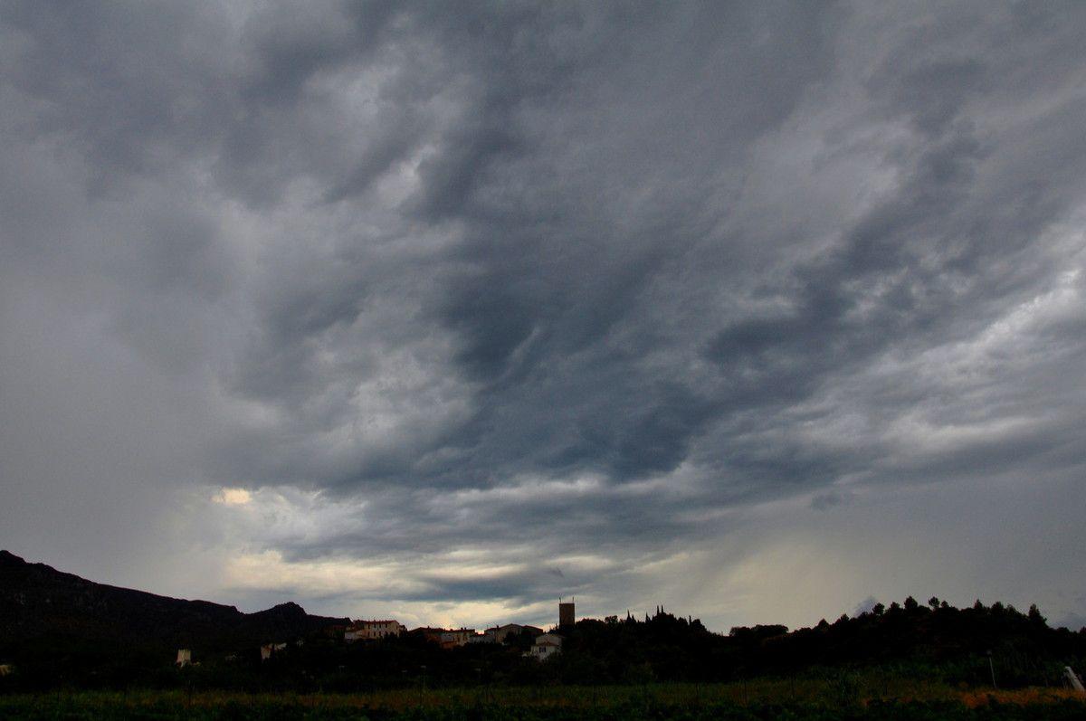 Ciel d'orage sur Cases de Pène.