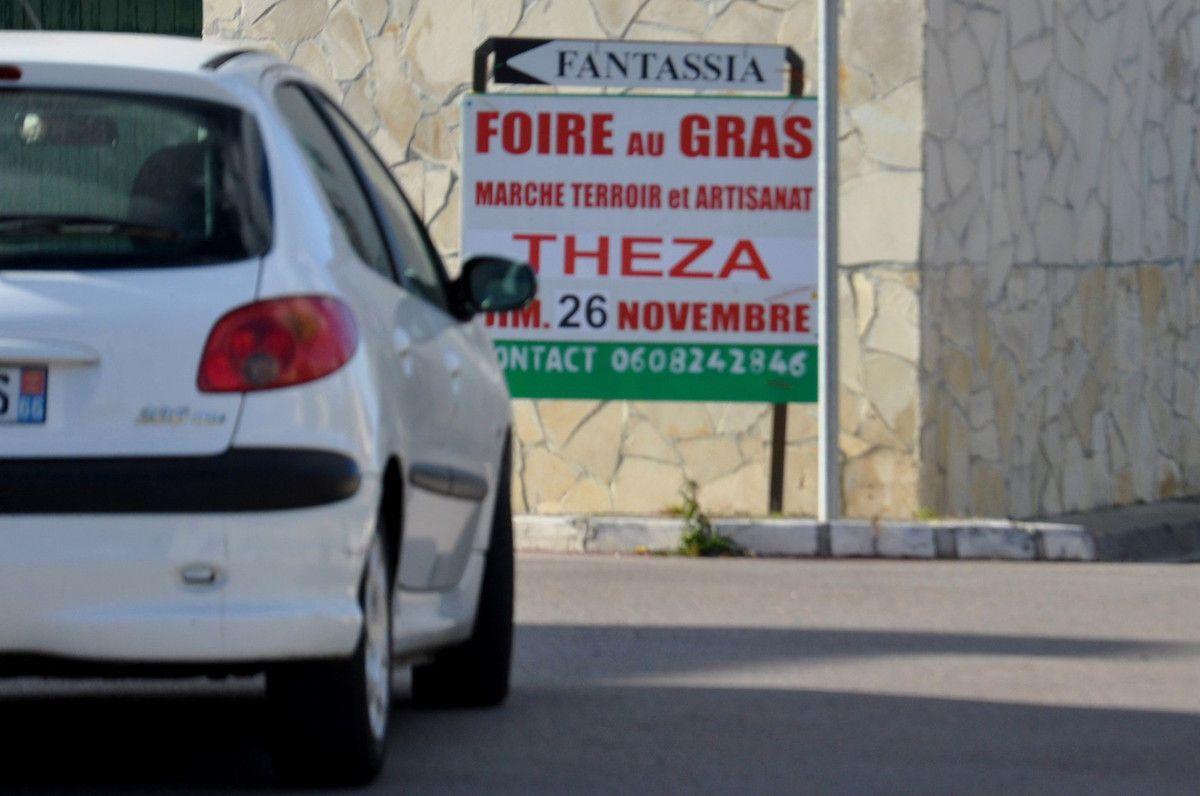 Direction la foire au gras avec les panneaux d'André Bartrina.