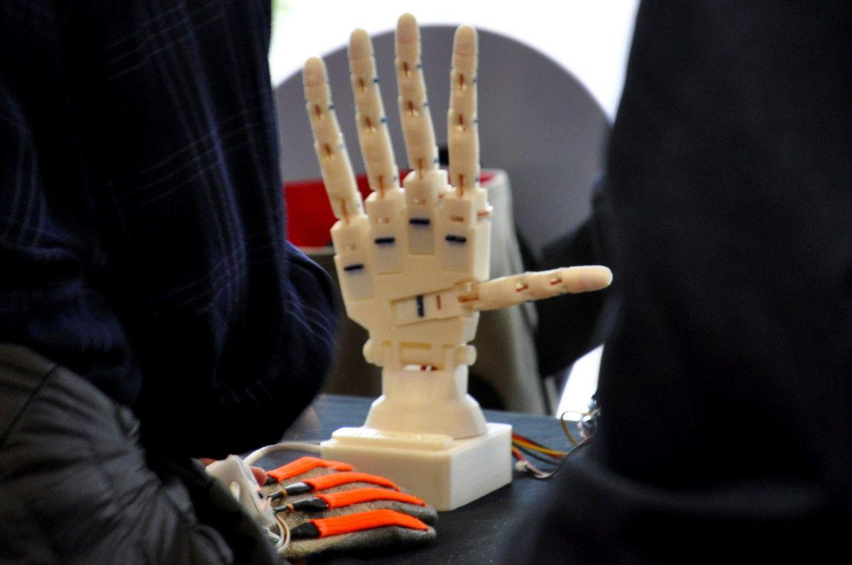 La main pour la médecine.