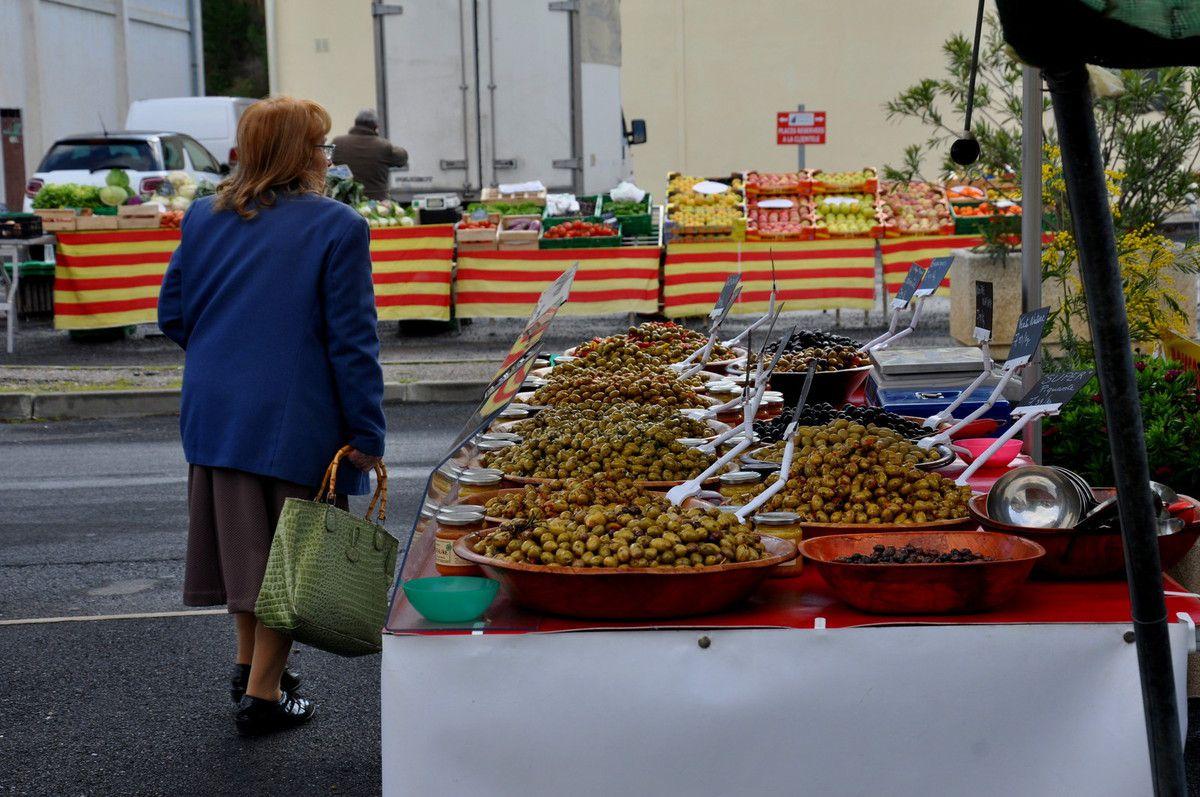 Direction après les olives, les fruits et légumes