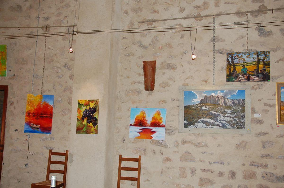 Les artistes locaux.