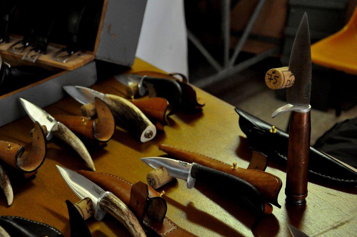 Les couteaux.
