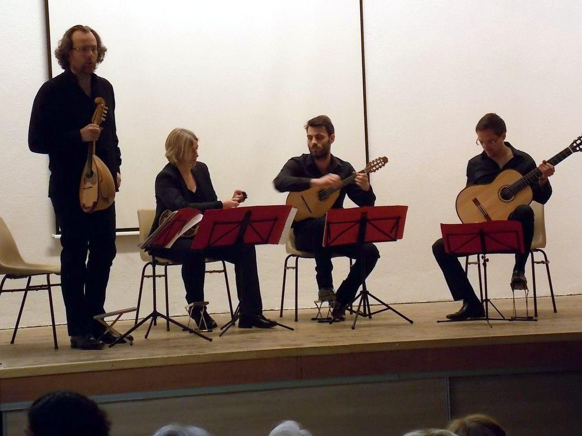 La troupe Quatuor de l'Estudiantina d'Argenteuil.