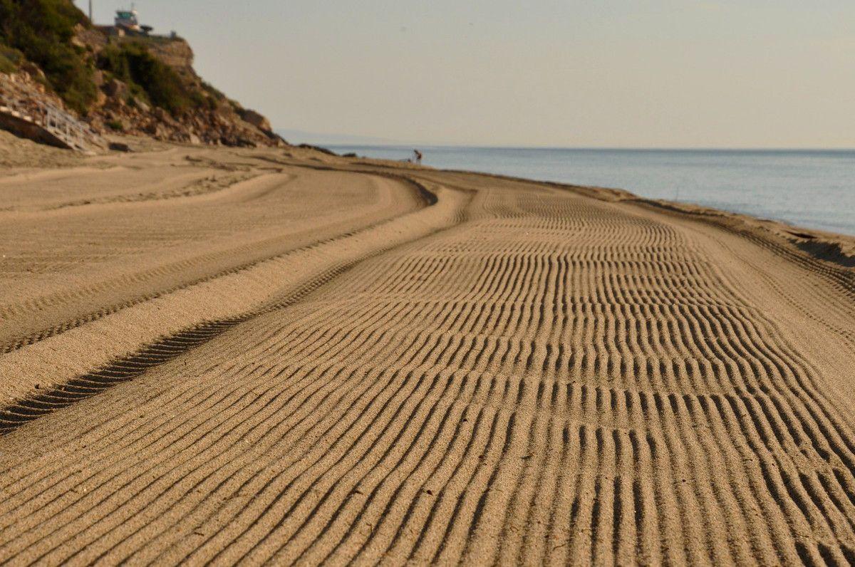 Jeudi 21 juin pas encore 9 heures, plage libre presque personne, c'est extra.