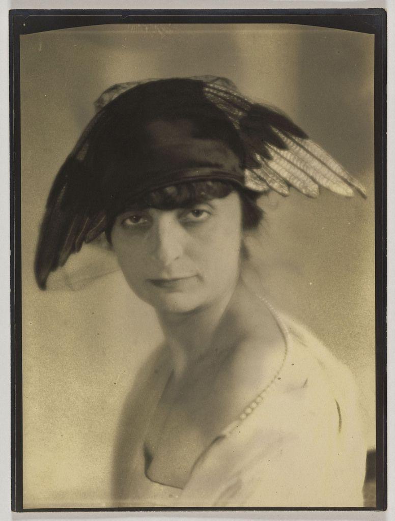 Laure Albin Guillot-Anna de Noailles. Laure Albin Guillot Anna de Noailles (1876-1933), écrivaine et poétesse Paris, vers 1925 24 x 30 cm © Laure Albin Guillot / Collections Roger-Viollet / BHVP
