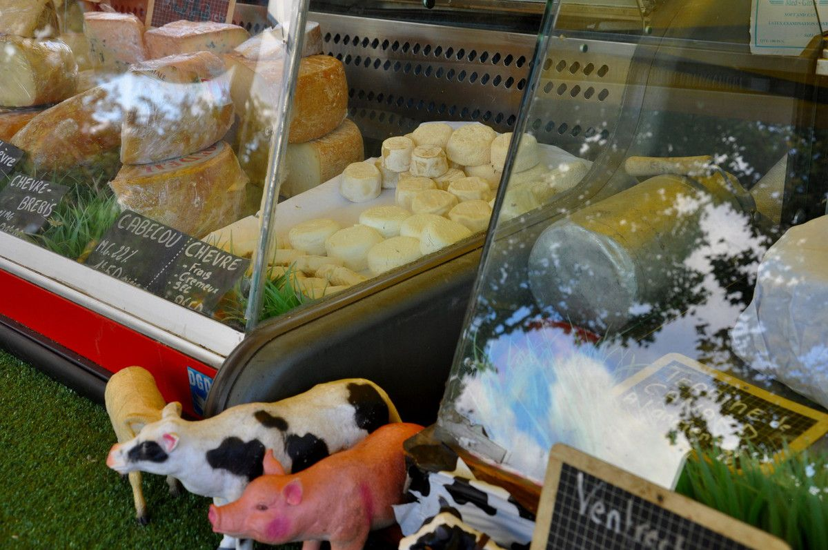 Sur le stand du fromage.