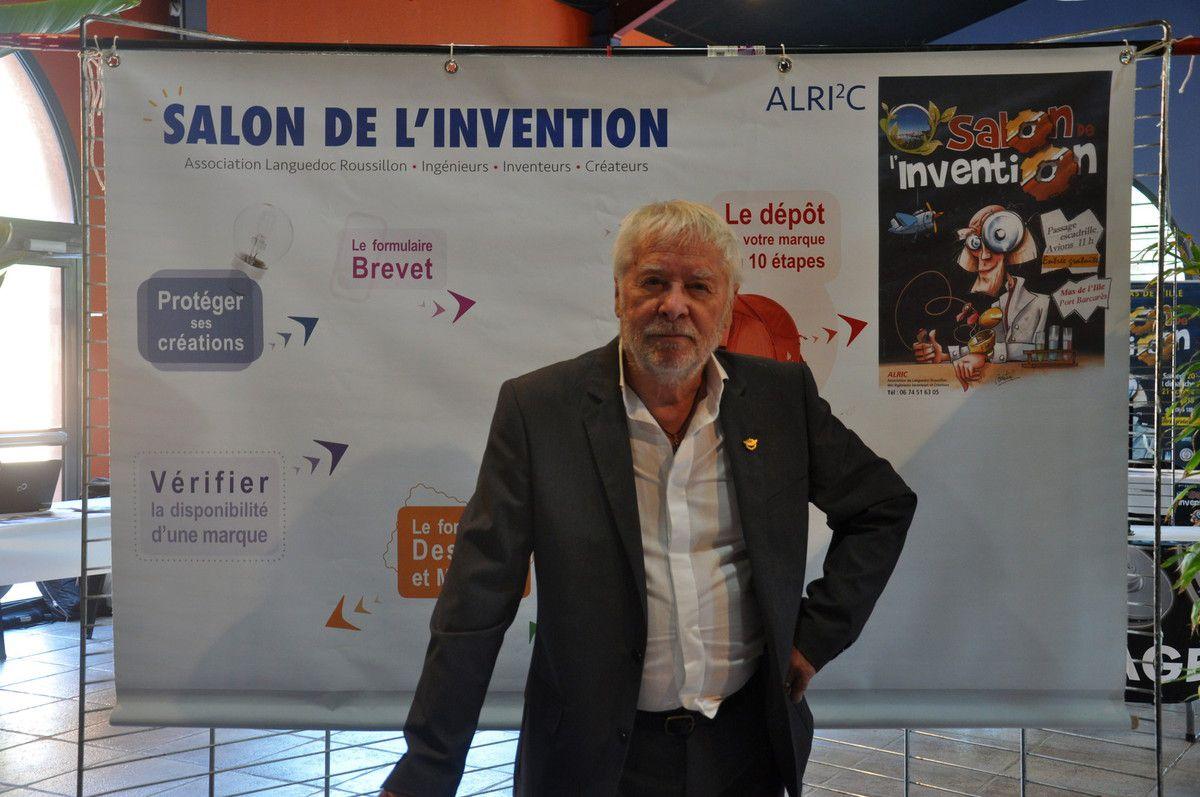 Le président de l'association d'ALRIC devant un parcours spécial pour inventeurs.