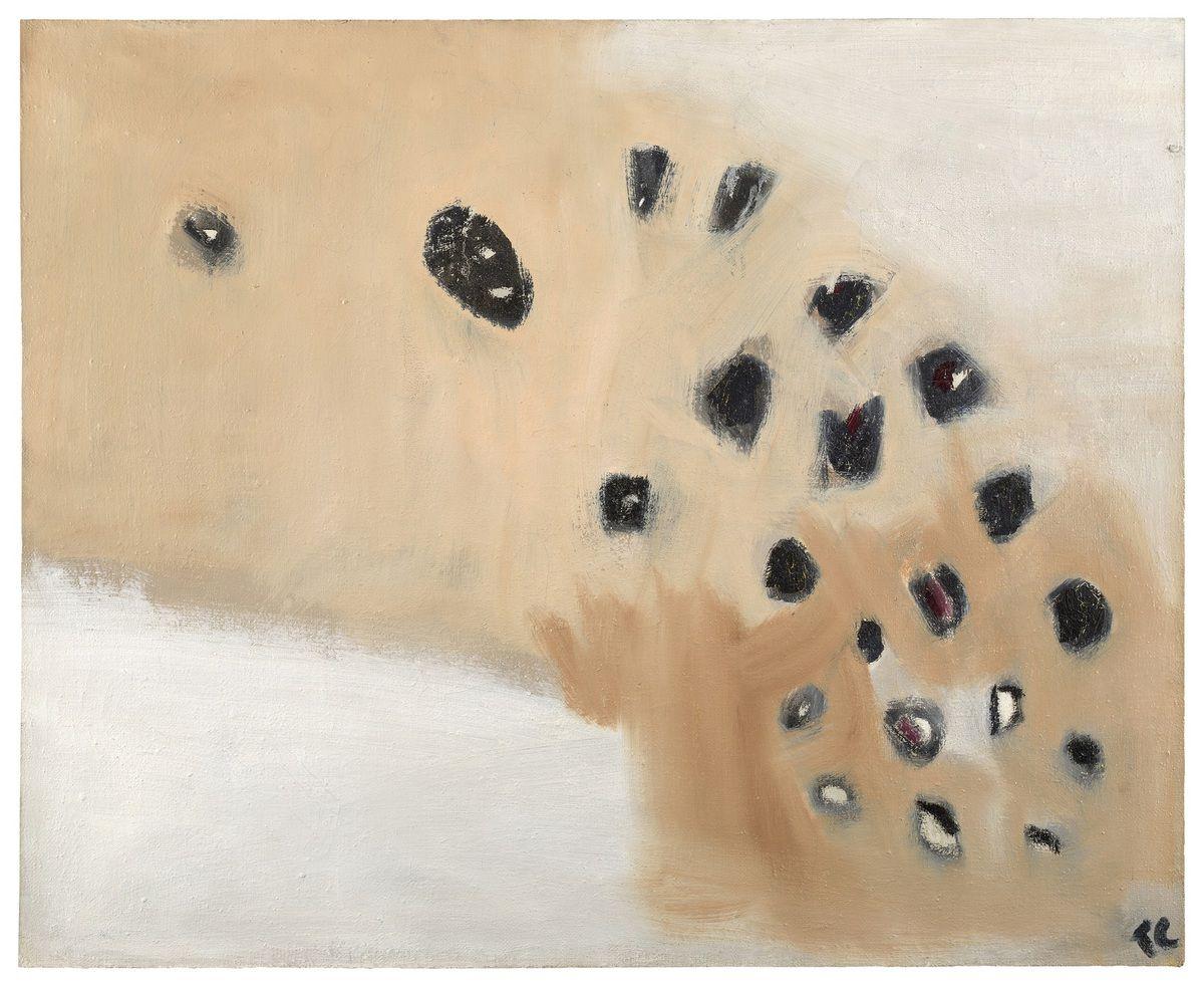 Silex perdus Huile sur toile de jute 1959 H. 81 ; l. 100 cm M.b.d. Fonds Tal Coat - Domaine Silex perdus Dans le Vexin, lors de ses nombreuses marches, Tal Coat est fasciné par les affleurements de nodules de silex émanant du calcaire ou de la craie. Dans cette composition, les pierres sont disposées sur la courbe argileuse, beige puis ocre jaune, qui s'immisce entre deux plages de craie. Cette composition rappelle les Vols d'oiseaux ou les Troupeaux. Les silex sont multiformes et révèlent des éclats blancs ou les reflets violacés de l'améthyste. de Kerguéhennec Collection départementale du Morbihan © Illés Sarkantyu - département du Morbihan / ADAGP, Paris 2019
