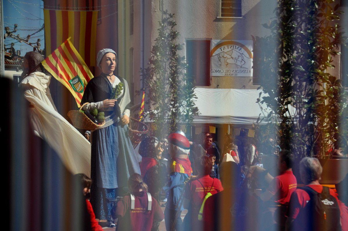 Reflet dans la porte en verre de la mairie du Soler.