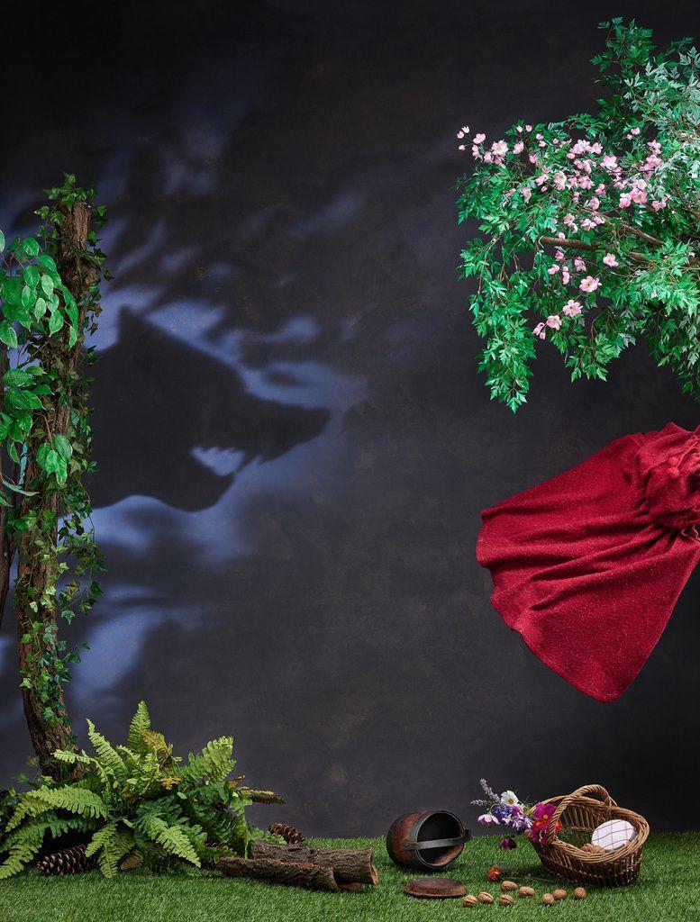 Le Petit Chaperon rouge Installation de Johnathan Watts avec les collections du MEG Suisse, Genève 2018 Photo: © MEG, J. Watts