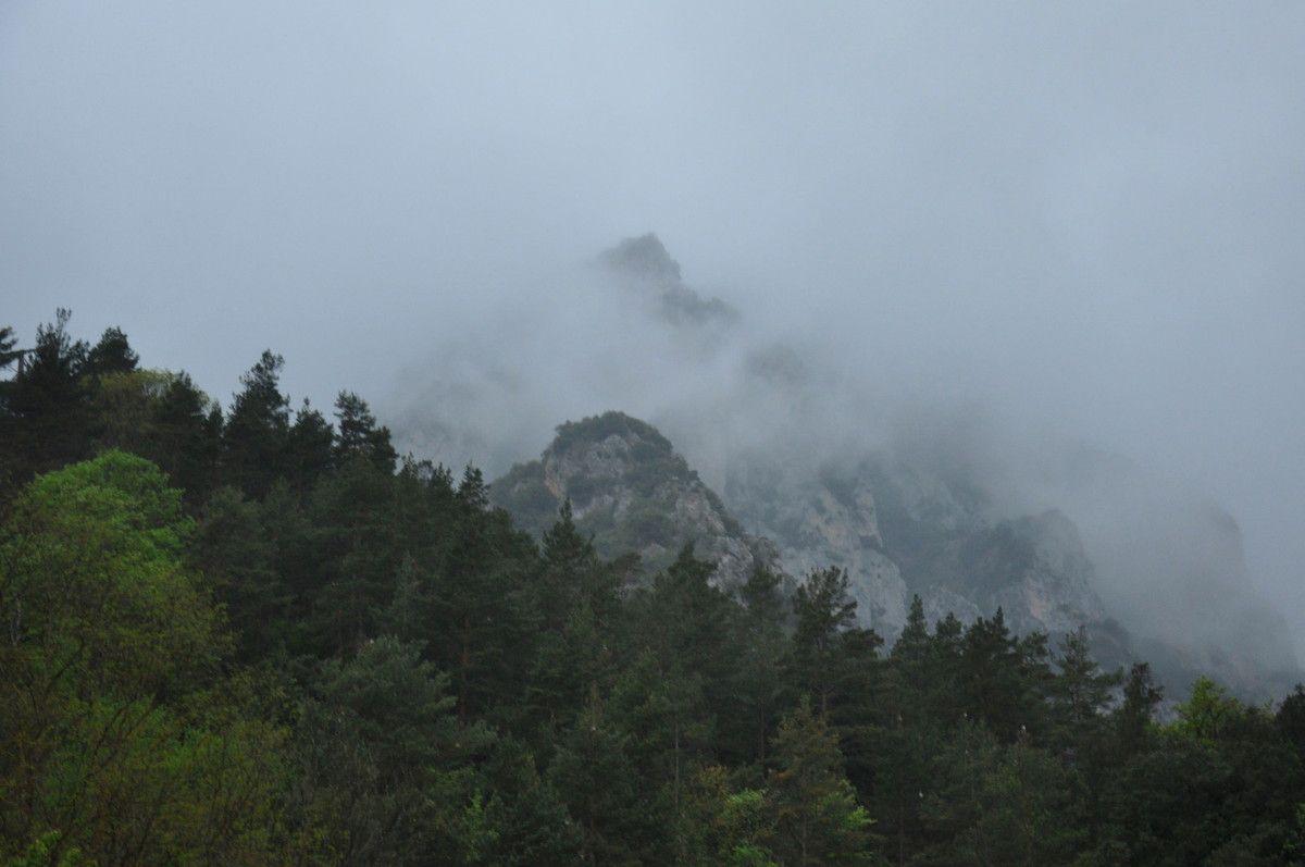 Du premier parking, en direction de Foix. Le temps est humide et très bas.