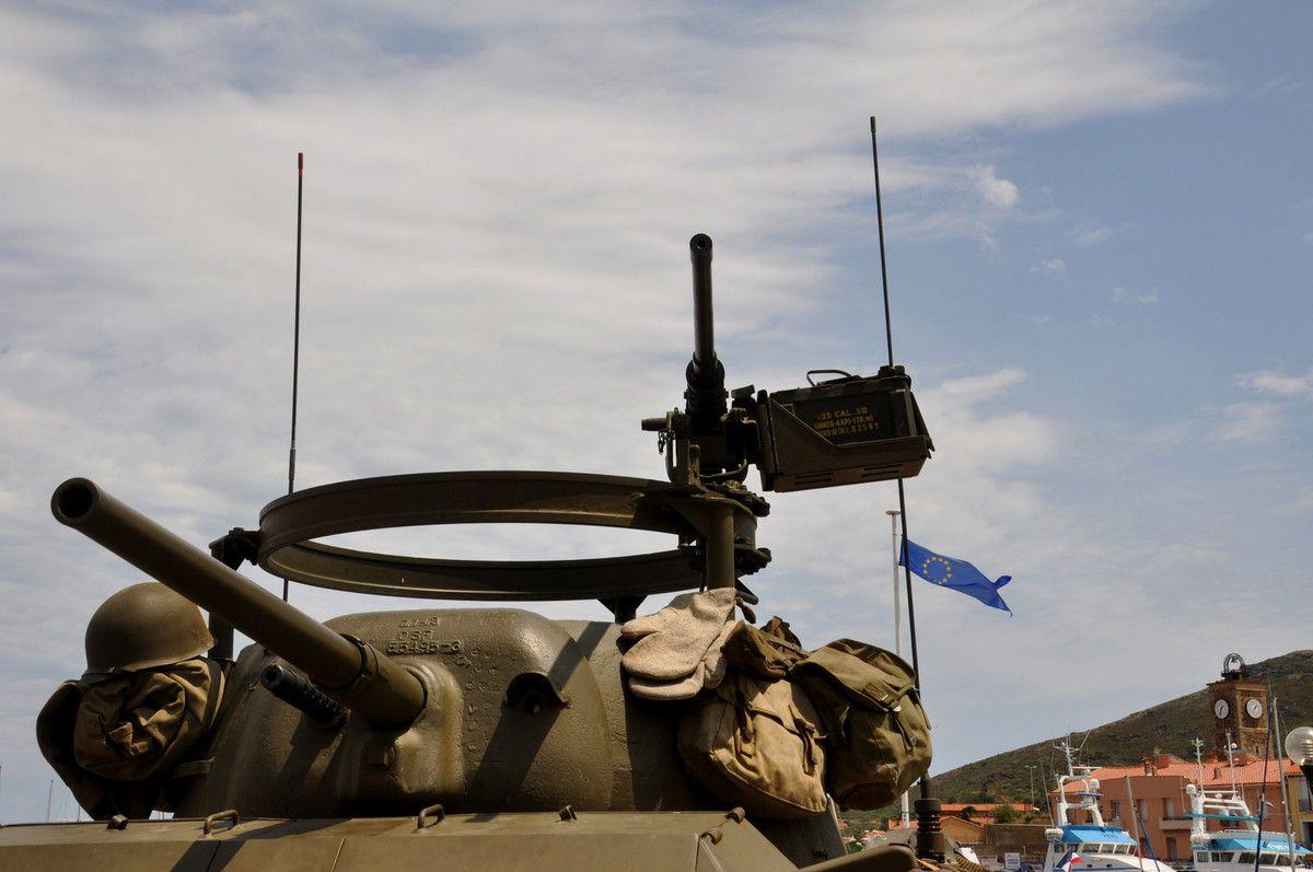 Gros plan entre histoire et actalité avec le drapeau de l'europe.