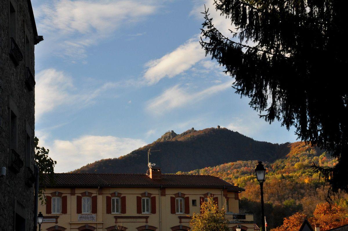 La mairie devant et après les châteaux, mais pas le temps y aller