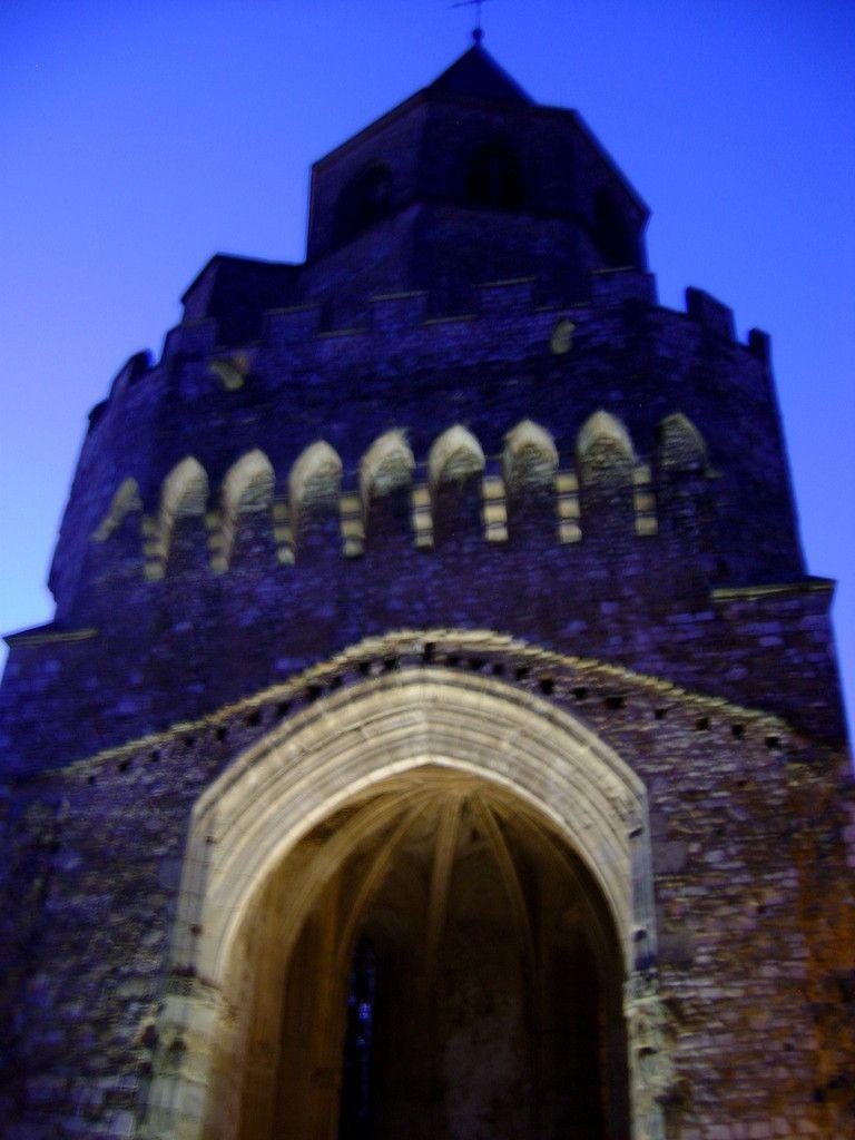 Le haut du clocher, deux photos et deux appareils photo.