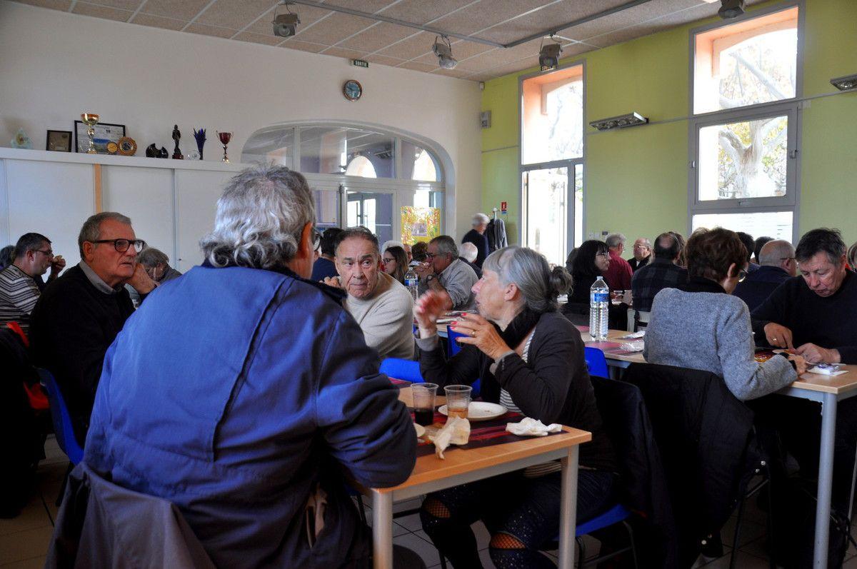 Un repas parfait en bonne compagnie, des bretons, des marseillais, l'ambiance était très chaleureuse.