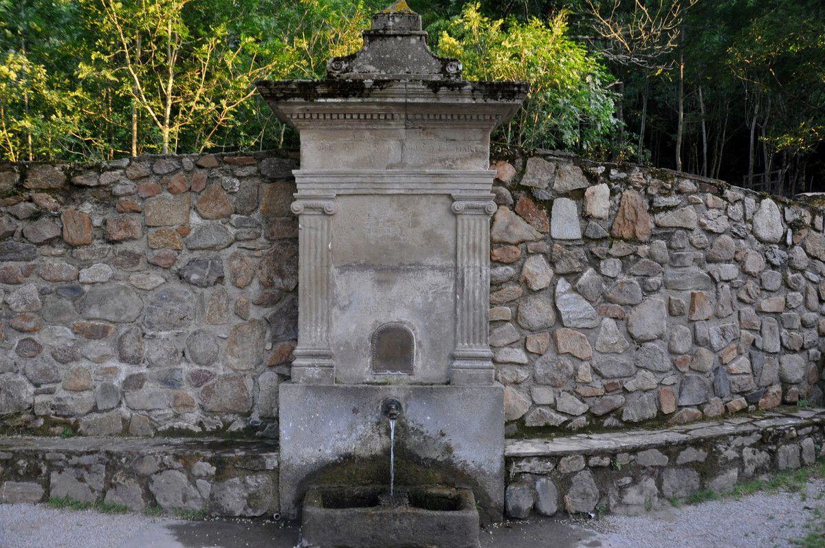 Une fontaine.