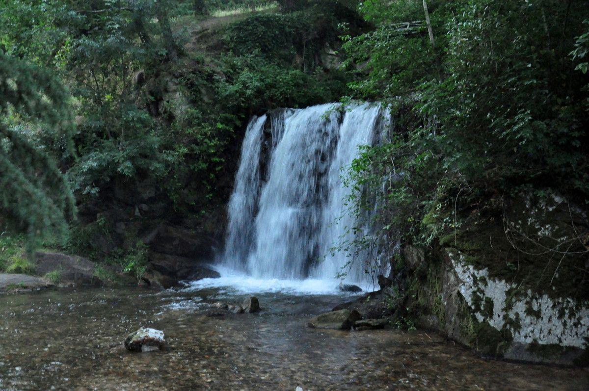 Direction la cascade et des dessins dans l'eau pour moi